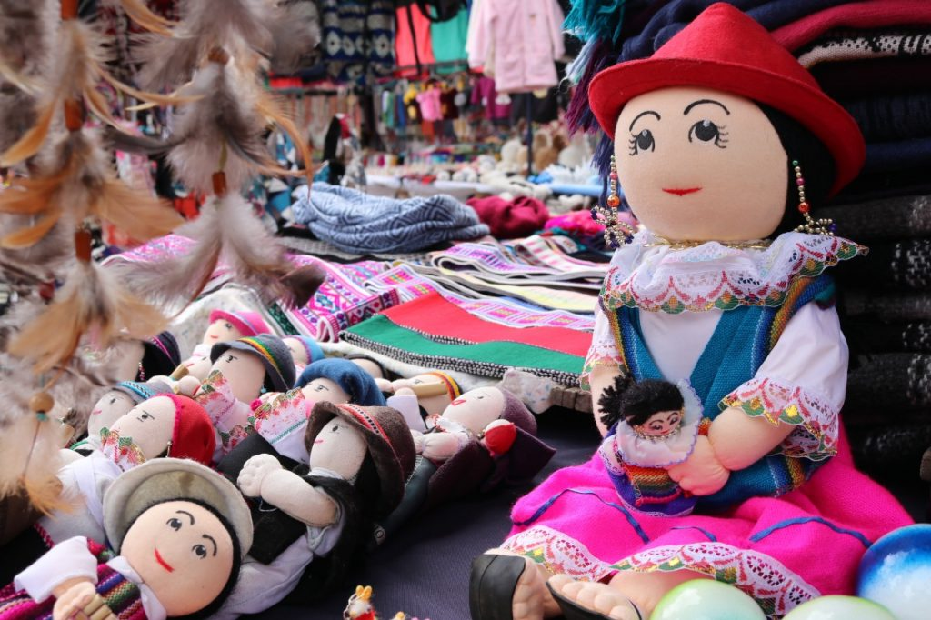 CULTURAL OTAVALO AND SHOPPING